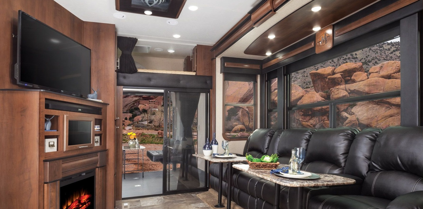 fifth wheel campers with front living rooms 09