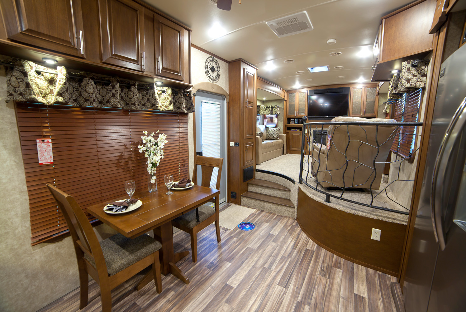 fifth wheel campers with front living rooms 18