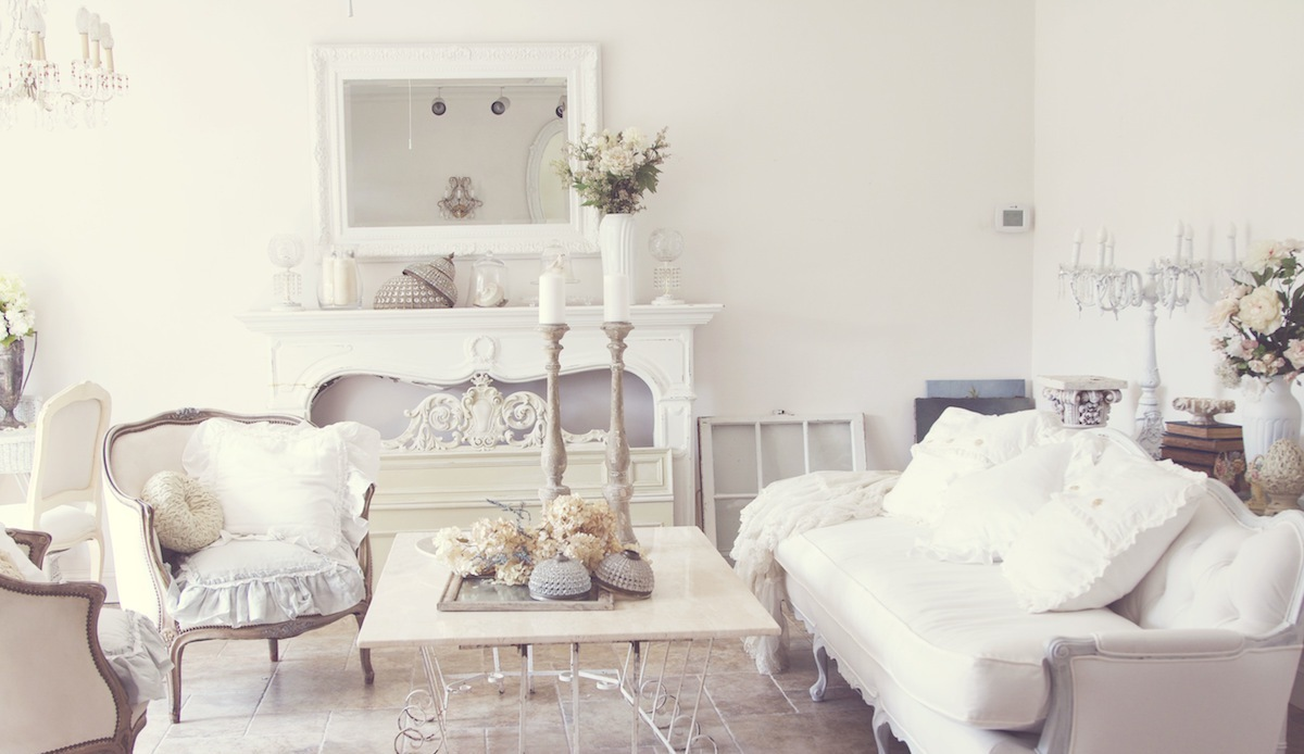 Paris themed living room decor ideas roy home design for Arredamenti stile liberty