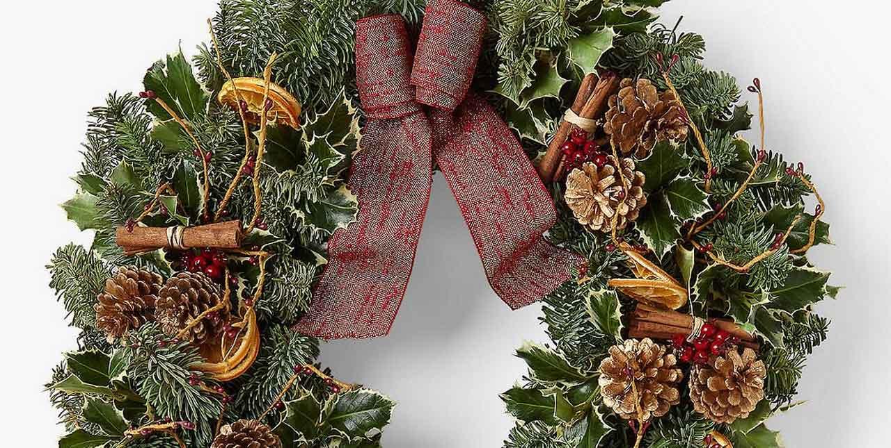 Cute Christmas Door Wreaths Ideas You Should Adopt ASAP | Christmas Door Wreaths