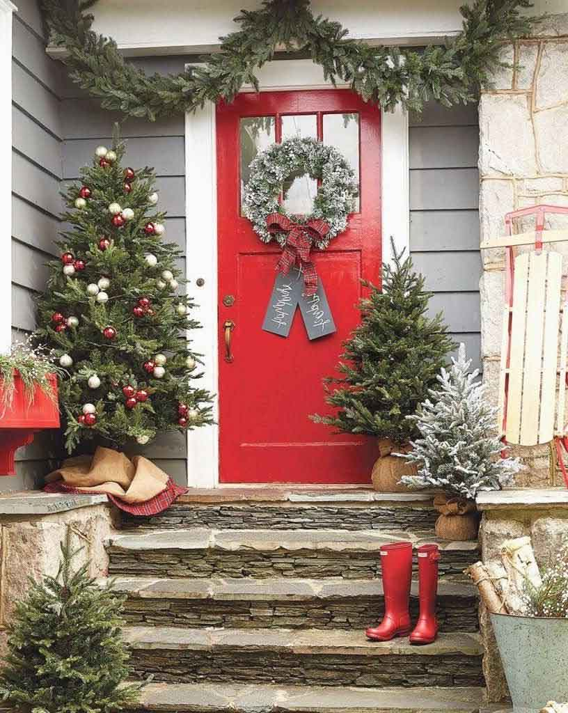 Check Out How to Decorate Country-Style Front Door Christmas Trees | Roy Home Design