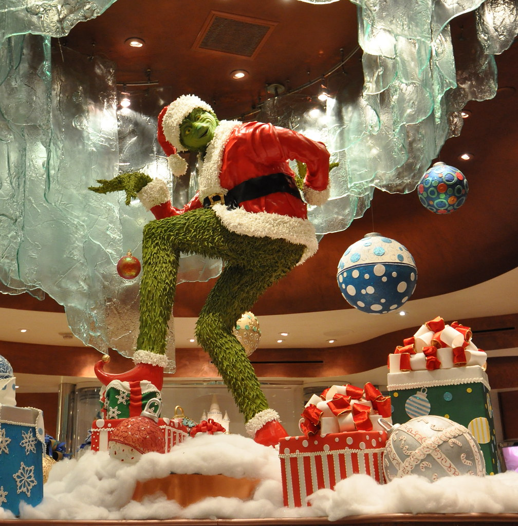Check Out This 4 Creative Grinch Christmas Door Decoration Ideas | Roy Home Design