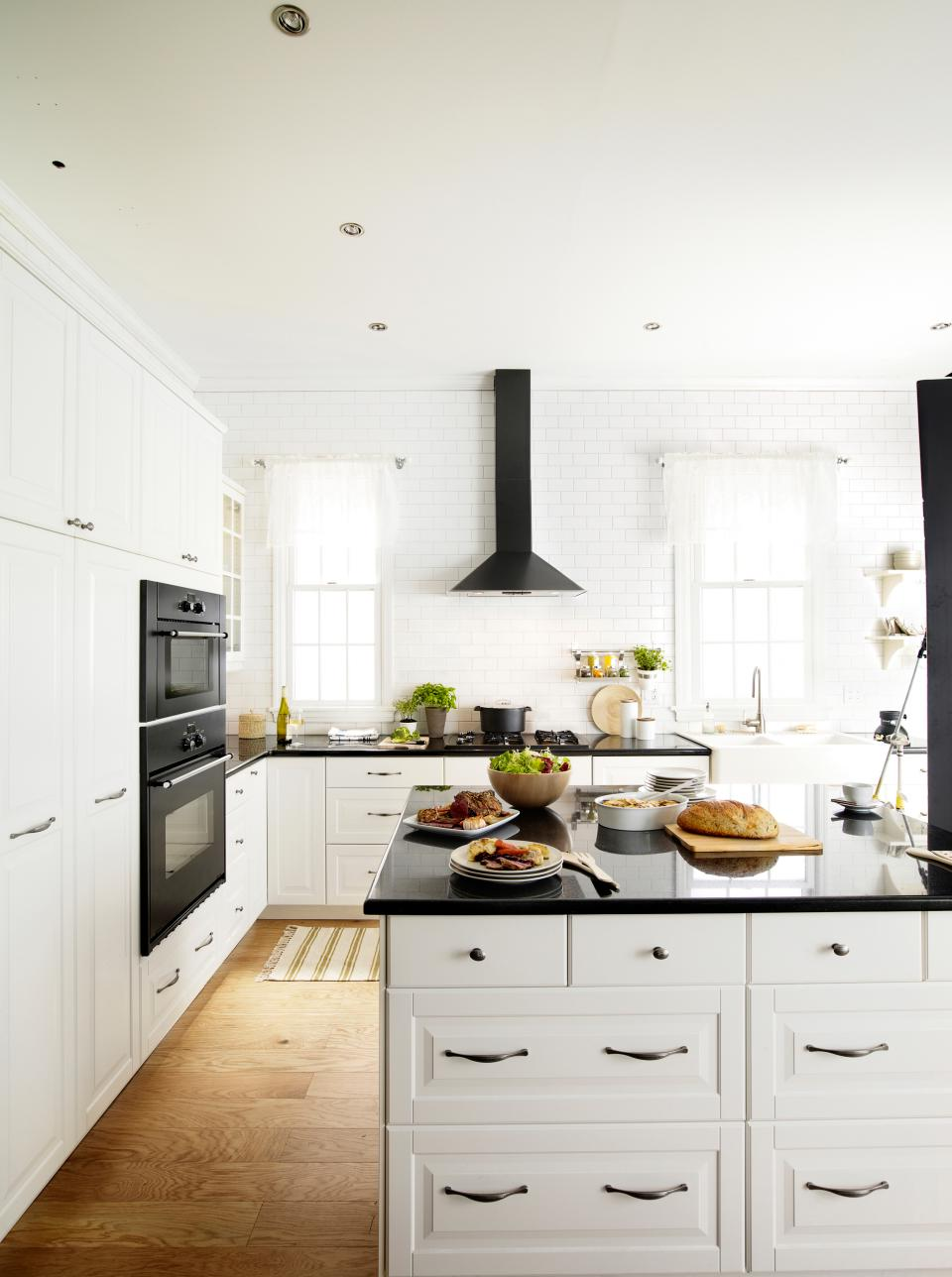 Kitchen remodels with white cabinets pictures roy home for Kitchen remodels with white cabinets