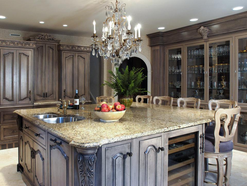 Older Home Kitchen Remodeling Ideas with Beautiful Pendant Lights