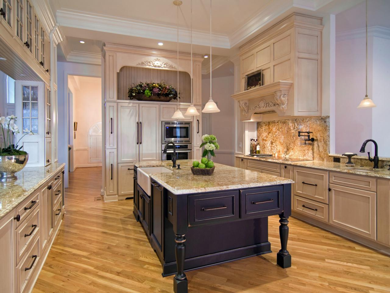 Older Home Kitchen Remodeling Ideas with Shaker Cabinets