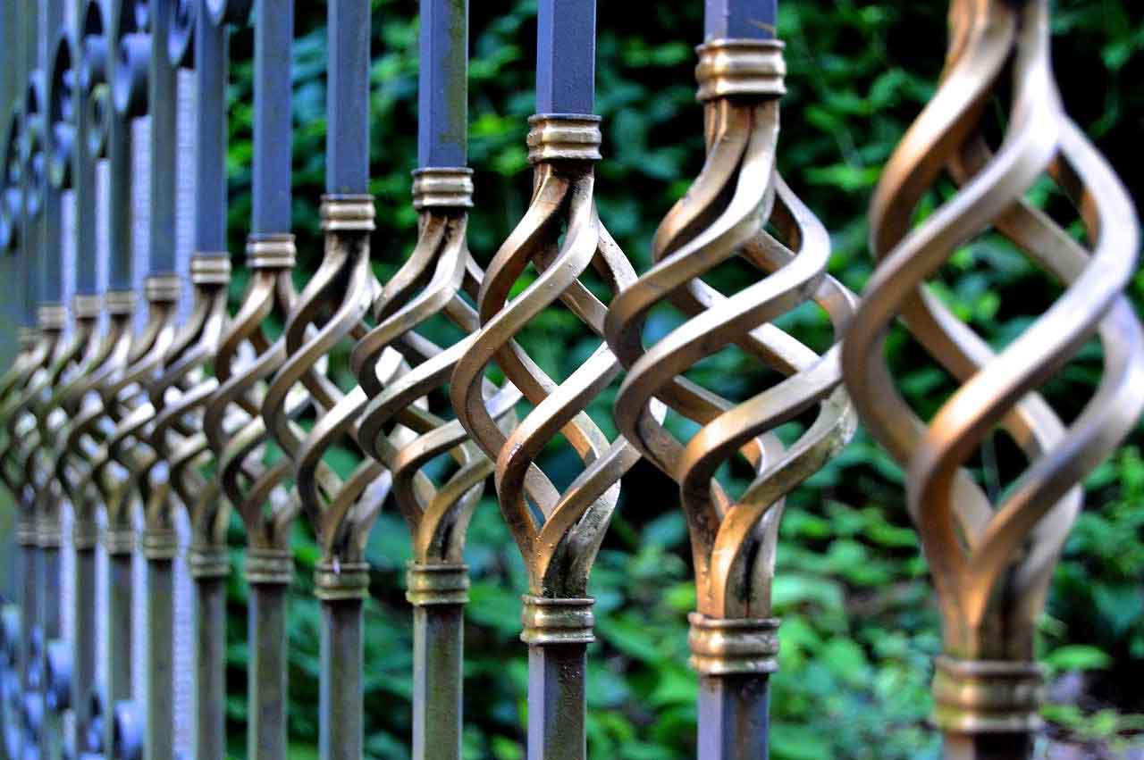 Fence For Around A House And Different Kinds Of It You Should Know | Roy Home Design