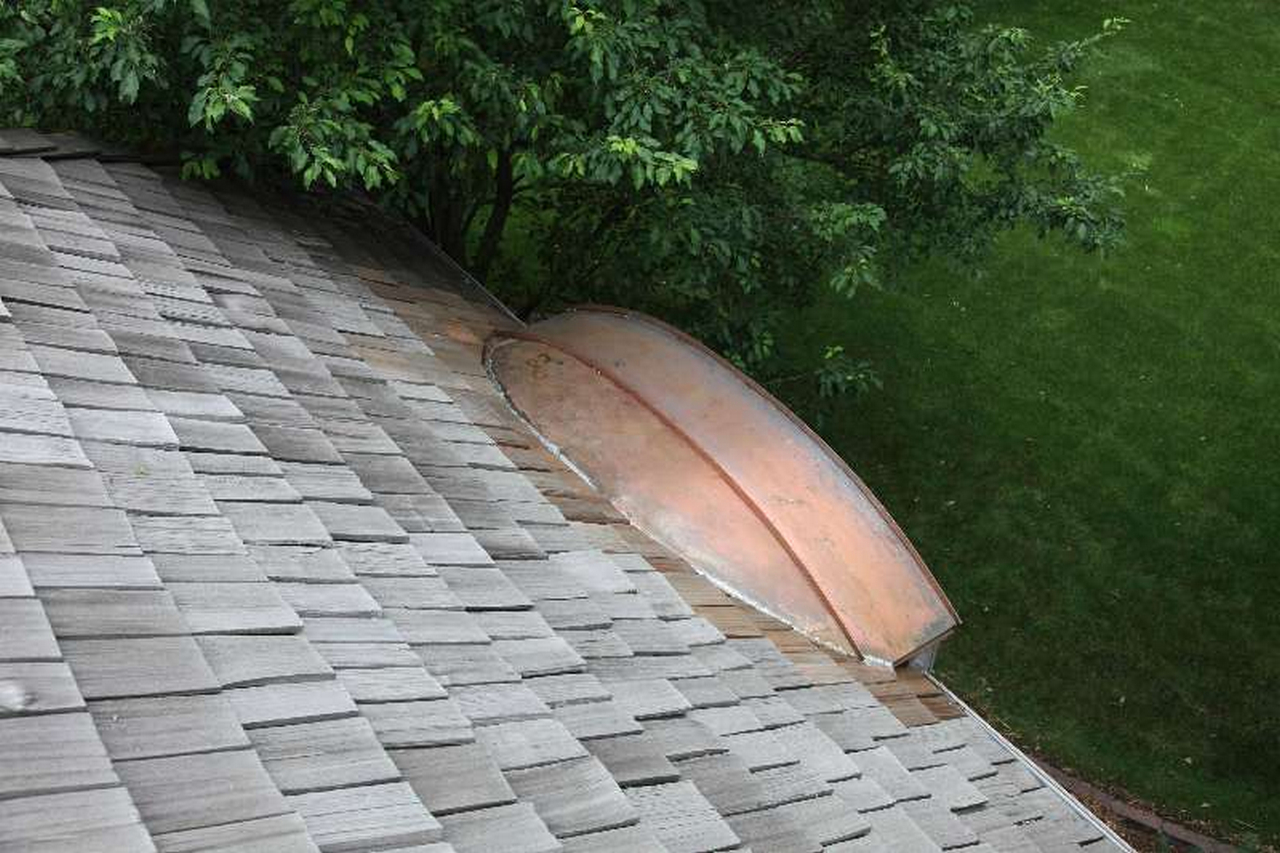 Prevent a Leaky Roof from Water Damage and How to Stop it