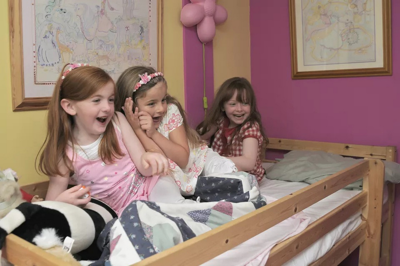 wood twin bunk beds-girls-playing-in-bedroom-twin beds for girls